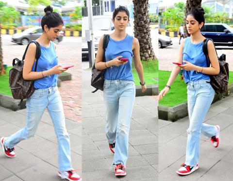 रोड पर घूमते हुए स्पॉट हुई अमिताभ की नातिन, टी-शर्ट को ठीक करना भी भूल गयी