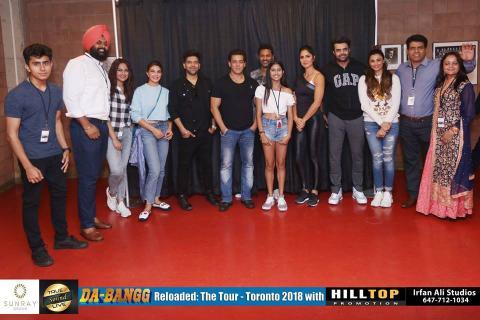 सलमान खान ने दबंग टूर पर फैन्स के साथ क्लिक करवाई तस्वीरे, फैन्स भी हो गए खुश, देखिये...