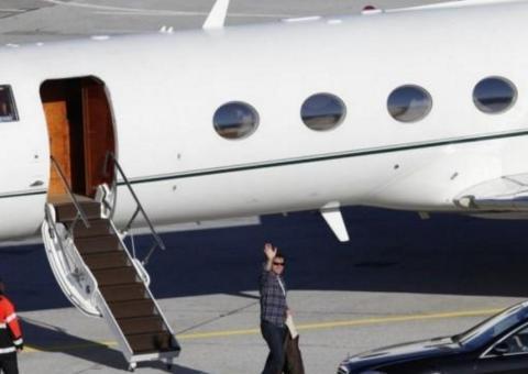 Bukan Hanya Syahrini, Artis Yang Satu Ini Punya Pesawat Pribadi. Harganya Berapa Ya?