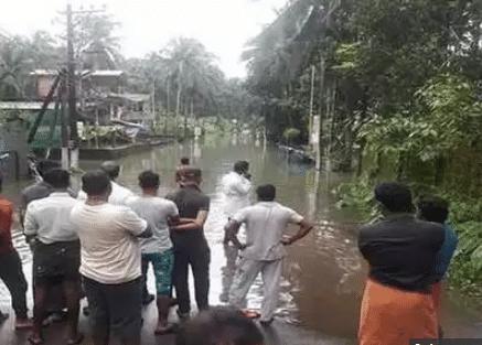 केरल में बाढ़ बारिश से अब तक 37 की मौत, बचाव कार्य जारी