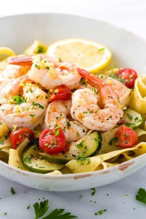 A simple but colorful and delicious : shrimp pasta with lemon garlic sauce