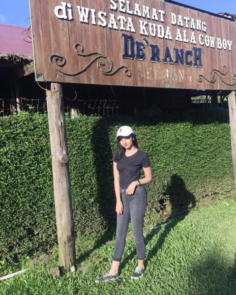 Mulus Seperti Susu! 7 Potret Cantik Adel Azizah Selebgram Imut Asal Cirebon