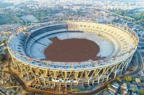 विश्व का सबसे बड़ा क्रिकेट स्टेडियम 'मोटेरा' कुछ महीनों में बनकर तैयार हो जाएगा
