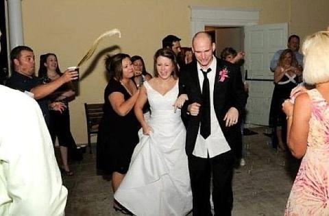 7 Awkward Moments On Wedding Ceremony